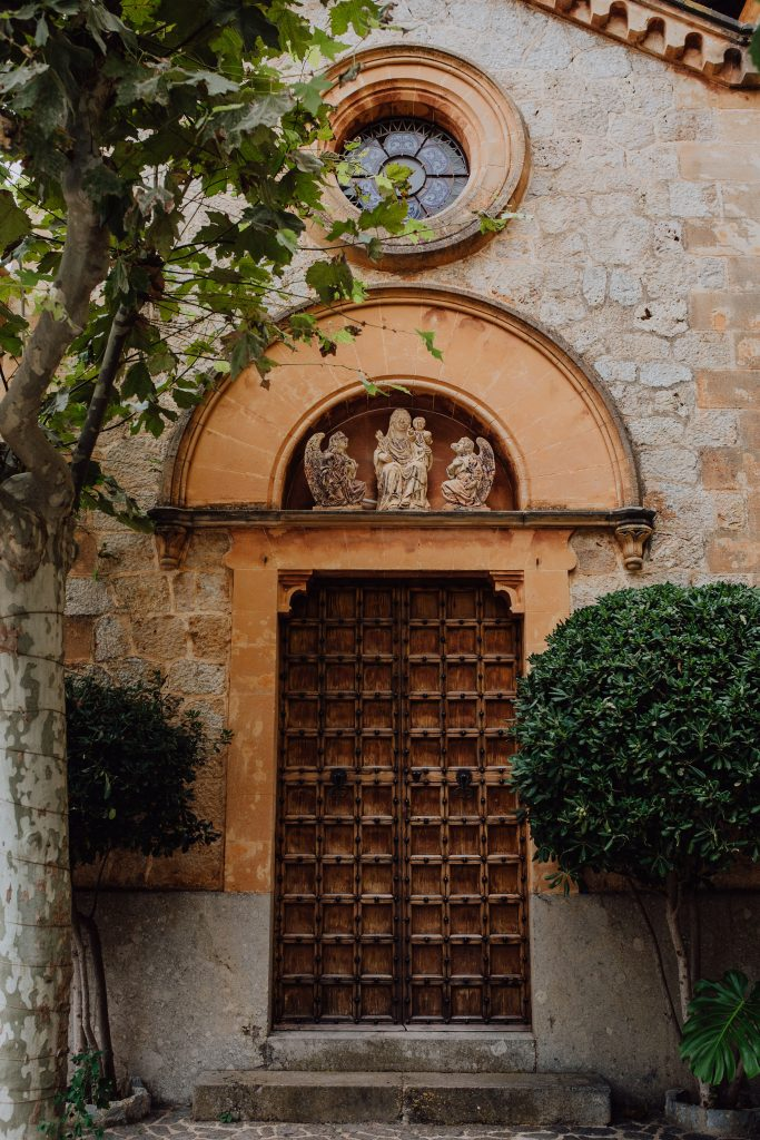 Photo of the chapel doors at Son Tugores in Mallorca